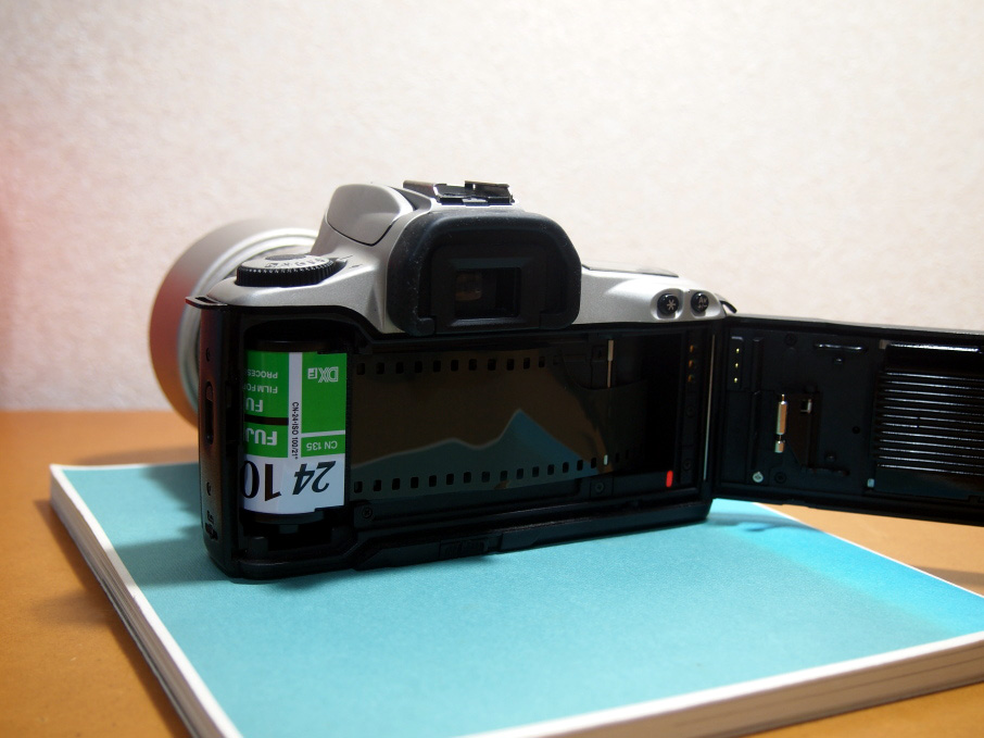 Canon EOS Kiss III フィルム装填