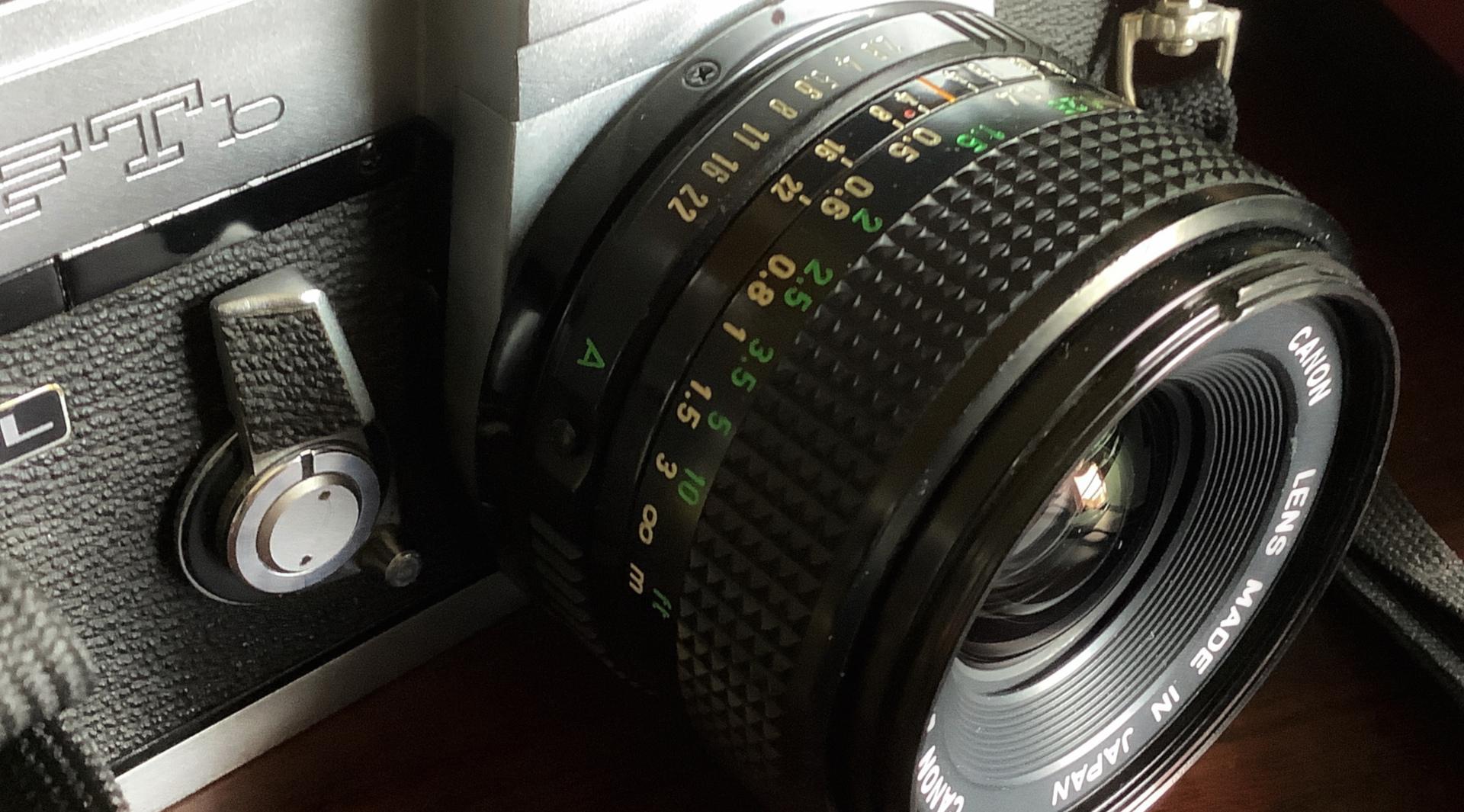 Canon FD 28mm 1:2.8 最接距離は20cmちょっと