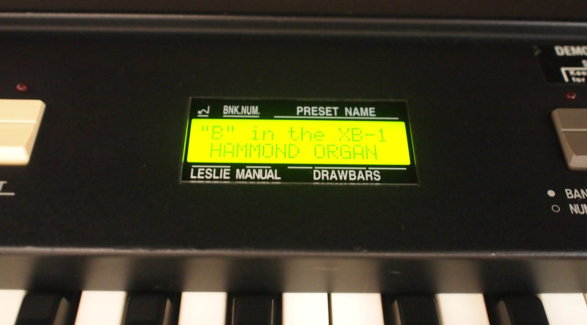 Hammond XB-1 起動画面